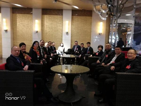 """徐伟在市""""两会""""召开前组织茶叙会,听取企业家委员的建言献策情况"""